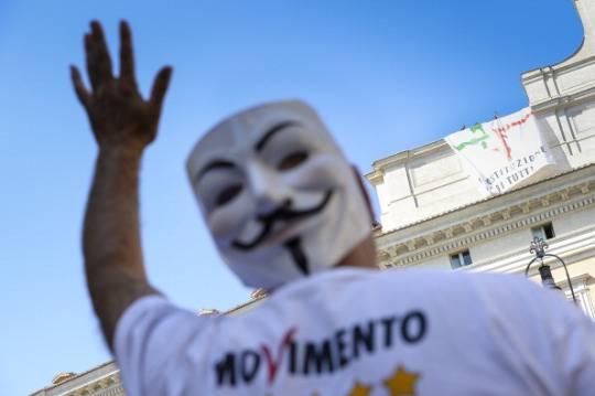 movimento-cinque-stelle_protesta_montecitorio