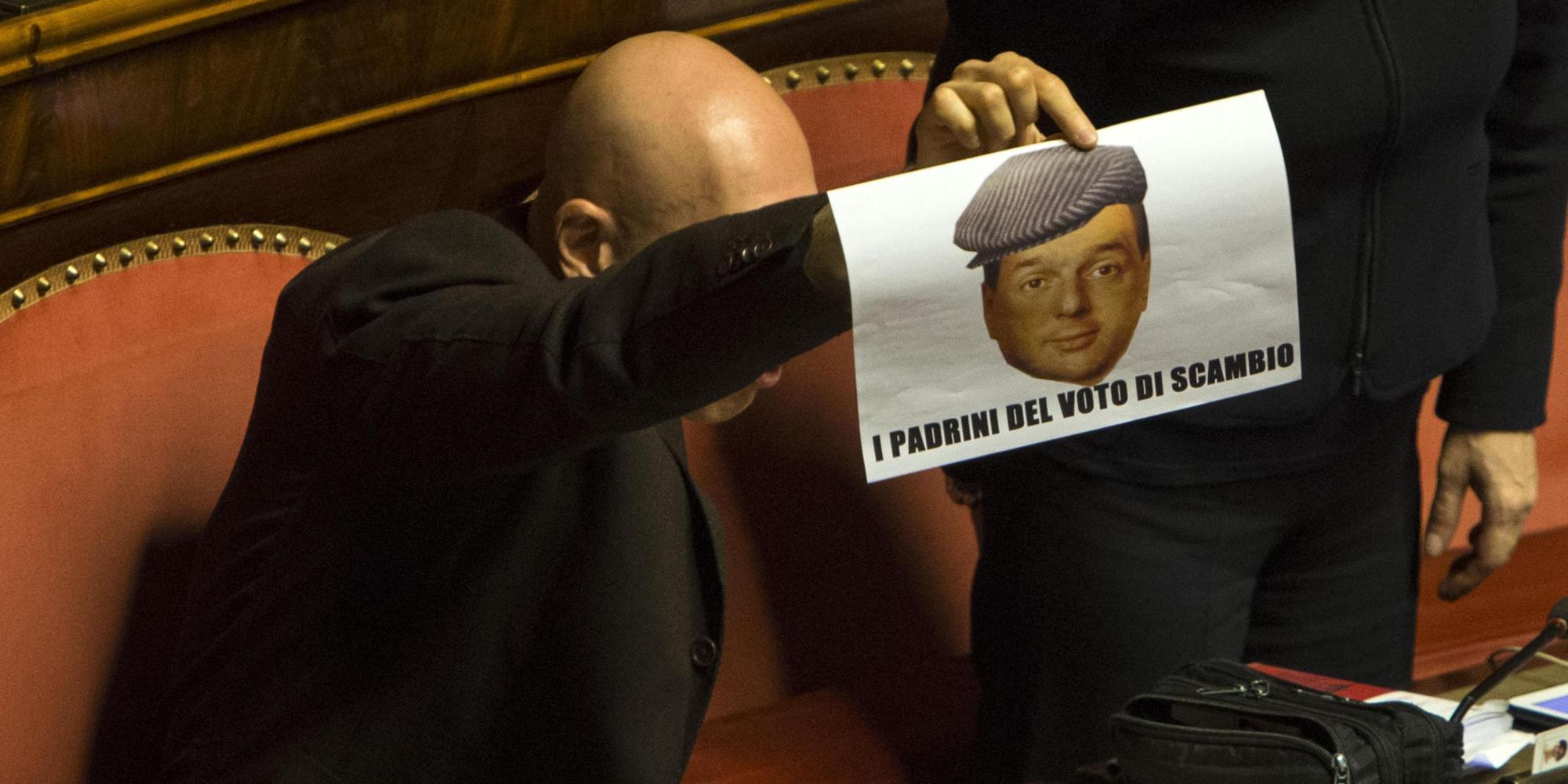 I Senatori del movimento 5 stelle protestano contro il DDL ed espongono un fotomontaggio del premier Renzi durante la seduta in aula 16 aprile 2014 a Roma ANSA/MASSIMO PERCOSSI