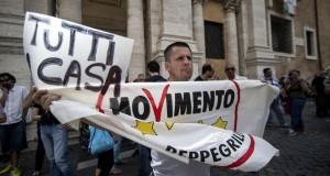 1campidoglio_tensione_protesta_m5s_casapound_1 (1)