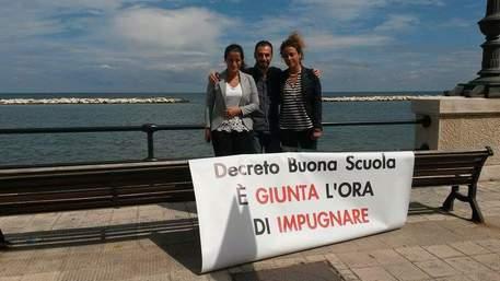 Buona Scuola: presidio M5S davanti palazzo giunta regionale Puglia