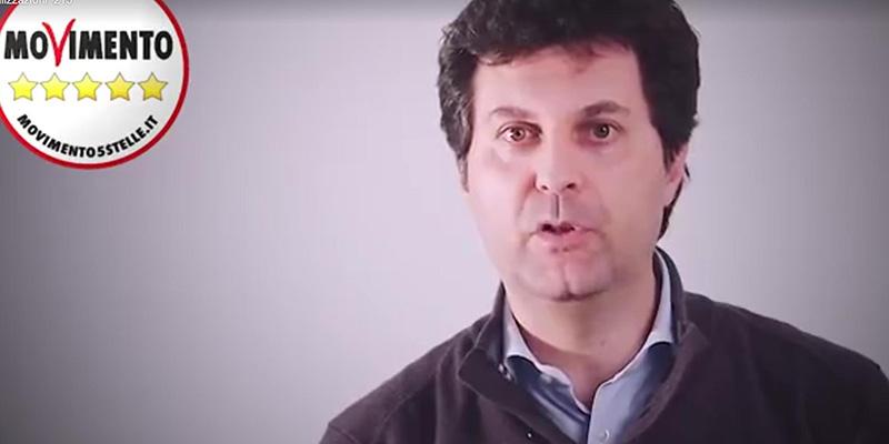 Un frame tratto da un video pubblicato sul profilo Facebook del Candidato Sindaco a Napoli per il Movimento Cinque Stelle, Matteo Brambilla, 15 Marzo 2016.  +++ ATTENZIONE LA FOTO NON PUO'ESSERE PUBBLICATA O RIPRODOTTA SENZA L'AUTORIZZAZIONE DELLA FONTE DI ORIGINE CUI SI RINVIA +++