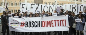 #BOSCHIDIMETTITI I PARTITI SONO DIPENDENTI DEL CAPITALE FINANZIARIO CHE STA SPOLPANDO IL PAESE!