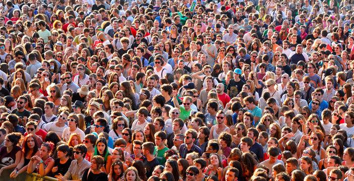 main_crowd